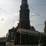 Amsterdam et son tramway près de la tour Munt