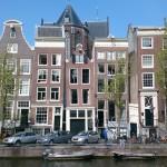 La ceinture de canaux avec ses maisons à puigons majestueuses du Siècle d'Or est un des symboles d'Amsterdam.