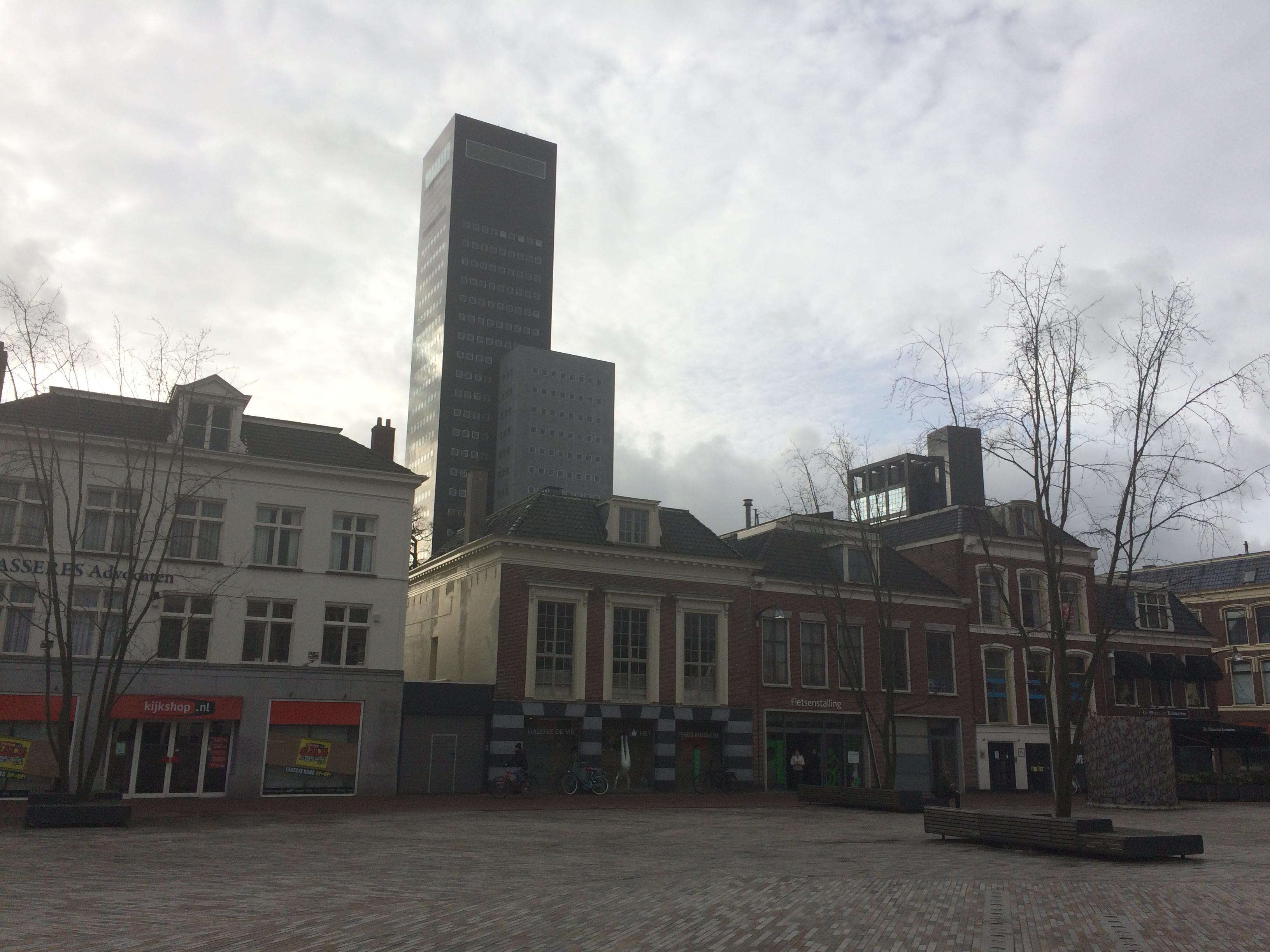 Leeuwarden vue sur la tour Deloitte de la place Wilhemina