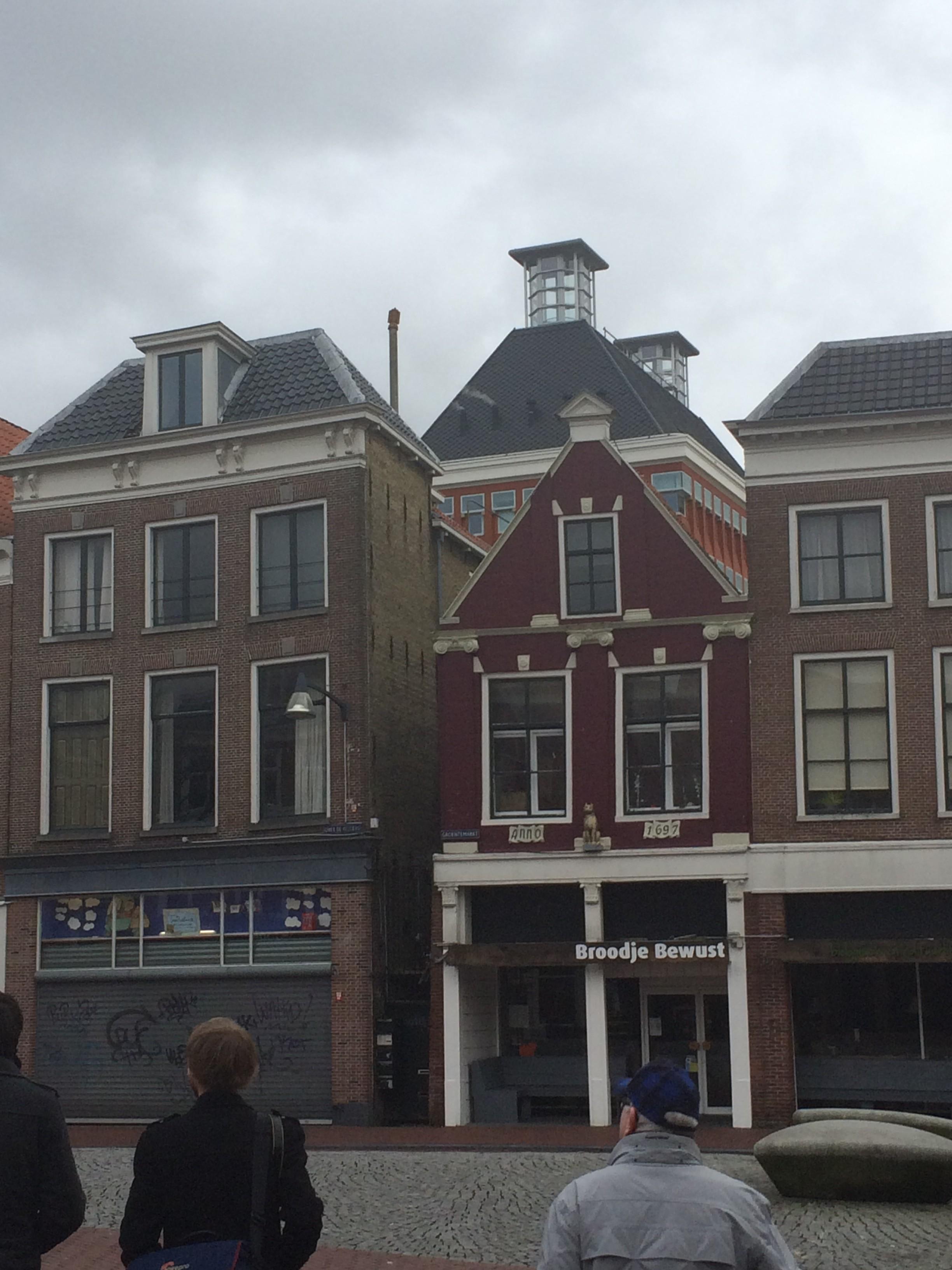 Leeuwarden avec l'hotel de la province Frise en arrière-plan