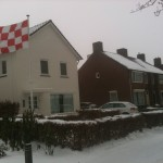 Tilburg sous le neige avec le drapeau du Brabant