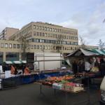 Tilburg marché et bibliothèque municipale en arrière-plan