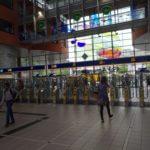 Portiques à l'entrée d'une gare aux Pays-Bas