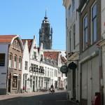 Middelburg rue du centre ville avec vue sur le clocher de l'Hotel de ville