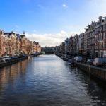 La ceinture des canaux avec ses maisons à pignons majestueuses du Siècle d'Or est un des symboles d'Amsterdam.